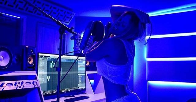 Jery Sandoval graba su nuevo éxito A Tu Lado en Mind Music Group