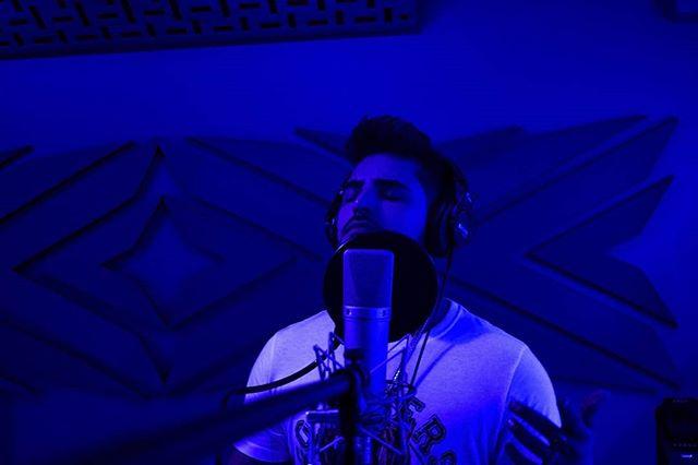 Juanse Quintero visita los estudios de Mind Music